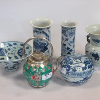 Two Chinese blue and white porcelain cylinder vases, Qing Dynasty