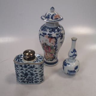 A Chinese blue and white double gourd vase, Kangzi (1662-1722), painted
