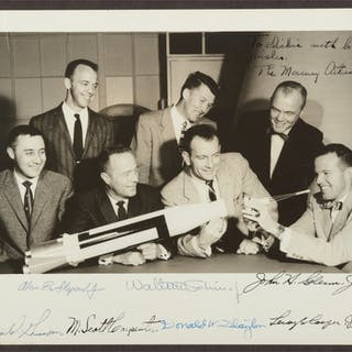 [PROJECT MERCURY]. VINTAGE BLACK AND WHITE PHOTOGRAPH SIGNED AND INSCRIBED
