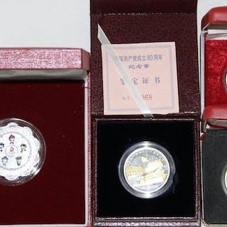 4 moderne Medaillen in Originaletuis mit Zertifikaten...