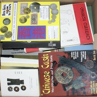 22 Bücher und Hefte zur älteren chinesischen Numismatik