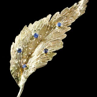 A modern 18ct gold mounted and sapphire brooch of leaf pattern