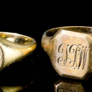 A George V 18ct gold signet ring