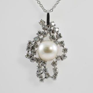 Pearl and Diamond Pendant Lot # 8 Melbourne