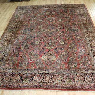 Antique And Finely Hand woven Sarouk carpet.
