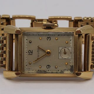 JEWELRY. Vintage Bulova 14kt Gold Wrist Watch.