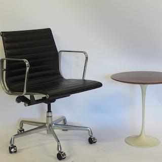 MIDCENTURY. Eero Saarinen Tulip Table With Walnut