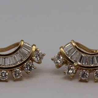 JEWELRY. 18kt Gold and Diamond Earrings.