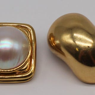 JEWELRY. (2) Pair of 18kt Gold Ear Clips.