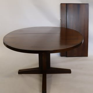 MIDCENTURY. Rosewood Dining Table With 2 Leaves.
