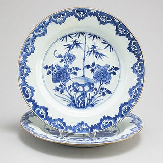 A pair of blue and white export porcelain serving dishes, Qing dynasty