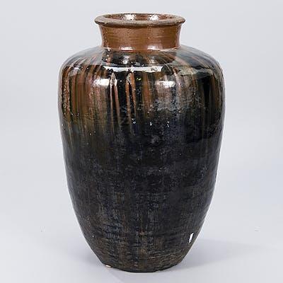 GOLVURNA, keramik, Kina, 1900-talets andra hälft.