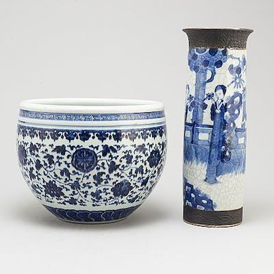 KRUKA samt VAS, porslin. Qingdynastin, sent 1800-tal.