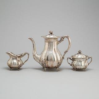 KAFFESERVIS, tre delar, silver, rokokostil, svenska importstämplar, 1900-tal.