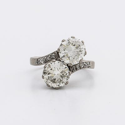 DIAMOND RING 18K whitegold 2 old-cut diamonds approx 3 ct in total