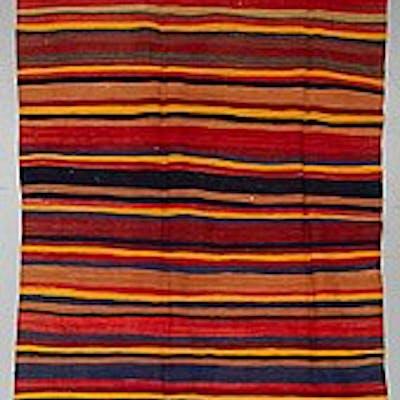A persian kilim carpet, ca 307 x 137 cm.