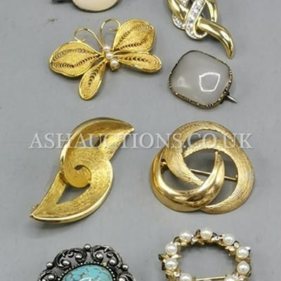 BROOCHES (8) (Old)