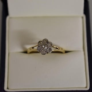 A gold diamond daisy ring, stamped 18ct....