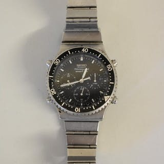 A Seiko stainless steel Sports 100 quartz chronograph wristw...