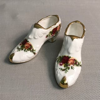 b1a96160b1c A Pair of Royal Albert old country roses shoe vases.