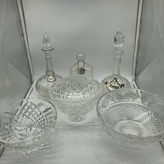 A Lot of 3 crystal decanters with labels, together with two ...