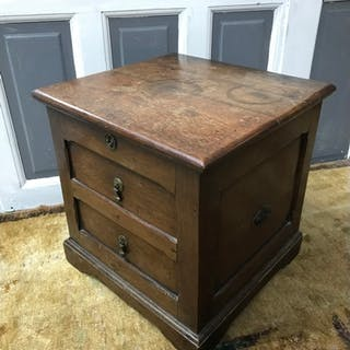 A Late 17th century wine cooler chest, missing liner, Measur...