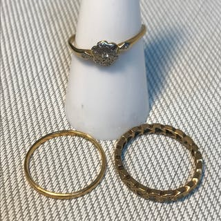 A Lot of two Antique 18ct gold rings, One is a 18ct, platinu...