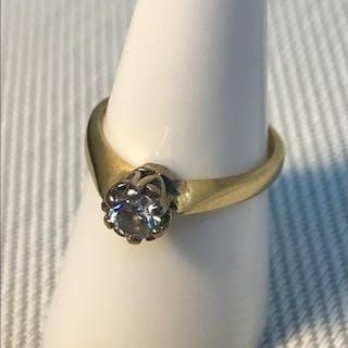 A Ladies 18ct gold single round diamond ring, Very bright di...