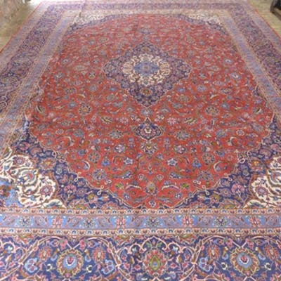 A hand knotted woollen Kashan rug, approx 470cm x 341cm - in...