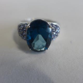 A 9ct white gold Tanzanite and topaz ring, size Q, approx 6....