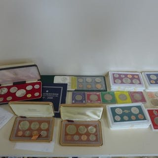 Eighteen commonwealth crowns and proof sets to include ten q...