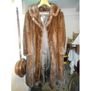 715bbacdba43 Fur coats – Auction – All auctions on Barnebys.com