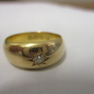 An 18ct gold gypsy ring set with a diamond 6.1g