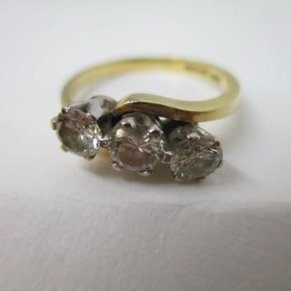 An 18ct yellow gold ring set with three brilliant cut diamon...