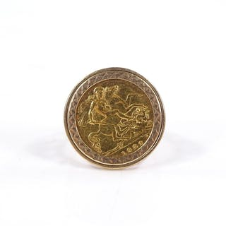 A 1982 gold half sovereign ring in 9ct gold setting, 9.5g