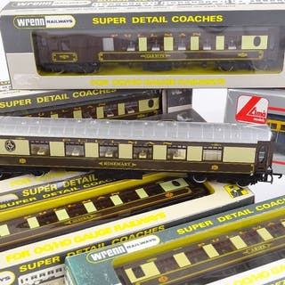 6 Wrenn Railways OO Gauge chocolate and cream Pullman Coache...