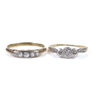 An 18ct gold 3-stone diamond dress ring, setting height 4.6m...