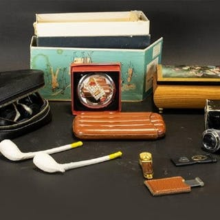 A Mixed Collection Of Vintage Accessories To include boxed J...