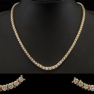 14ct Gold Superb Quality Stunning Graduated Diamond Set Neck...