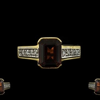 18ct Gold Garnet and Diamond Set Ring of Attractive Form. Th...