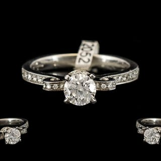 18ct White Gold Stunning Diamond Ring with Diamonds Set to C...