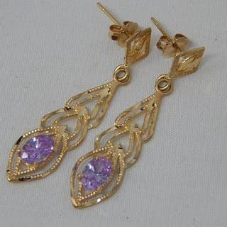 14ct Gold Earrings: Weight 2.2g