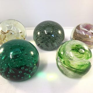 A Jim Munnelly (Whitefriars) green swirl glass paperweight,...