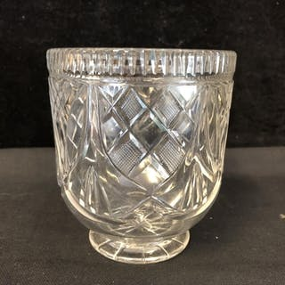 An Early Victorian cut glass tea mixing bowl, cut with penda...