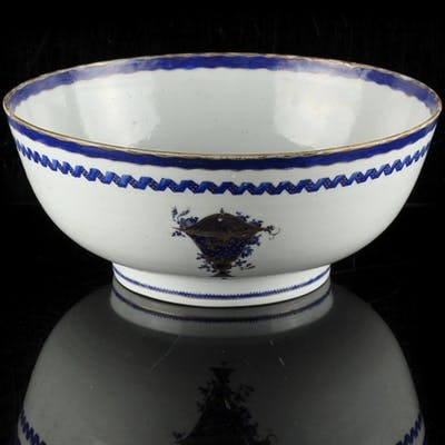 A late 18th century Chinese Qianlong period blue & white exp...