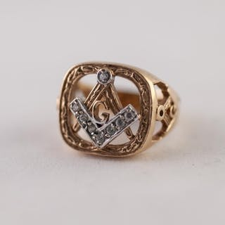 9ct GOLD WHITE SAPPHIRE MASONIC RING, with pierced and paste...