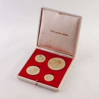 FOUR CHURCHILL 18ct GOLD COMMEMORATIVE MEDALLIONS, in case, ...
