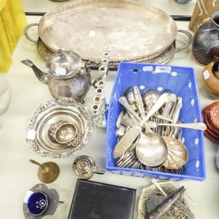 SELECTION OF ELECTROPLATE ITEMS TO INCLUDE TWO SMALL TRAYS, ...