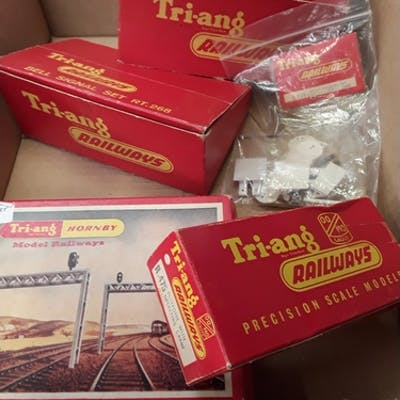 TRIANG Station and Track Accessories - R268, RT268 Bell Sign...