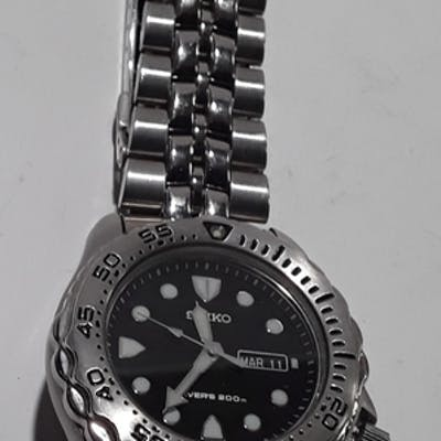 A stainless steel Seiko watch. REF 21.